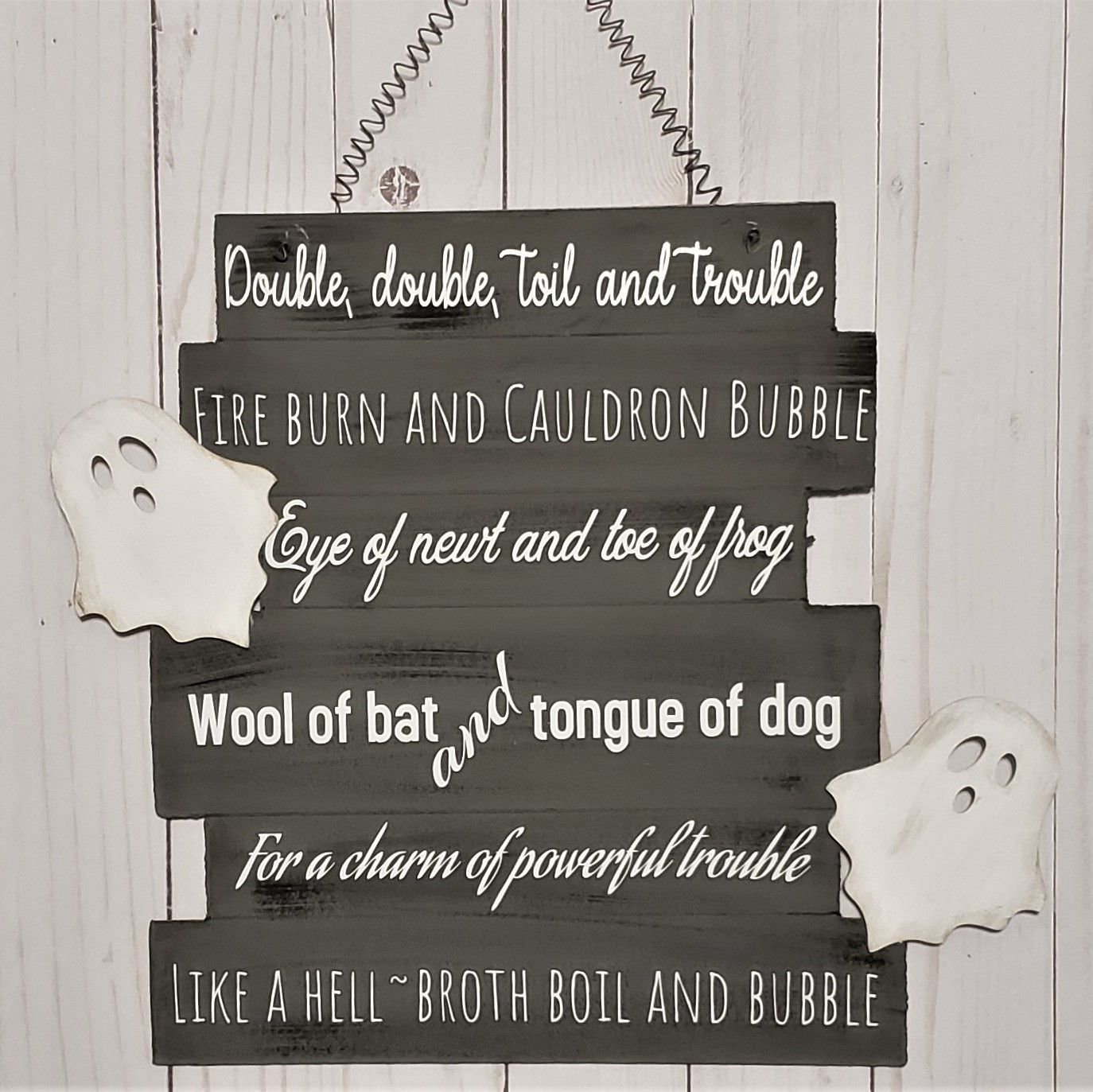 Easy Halloween Sign for Your Witchy Decor