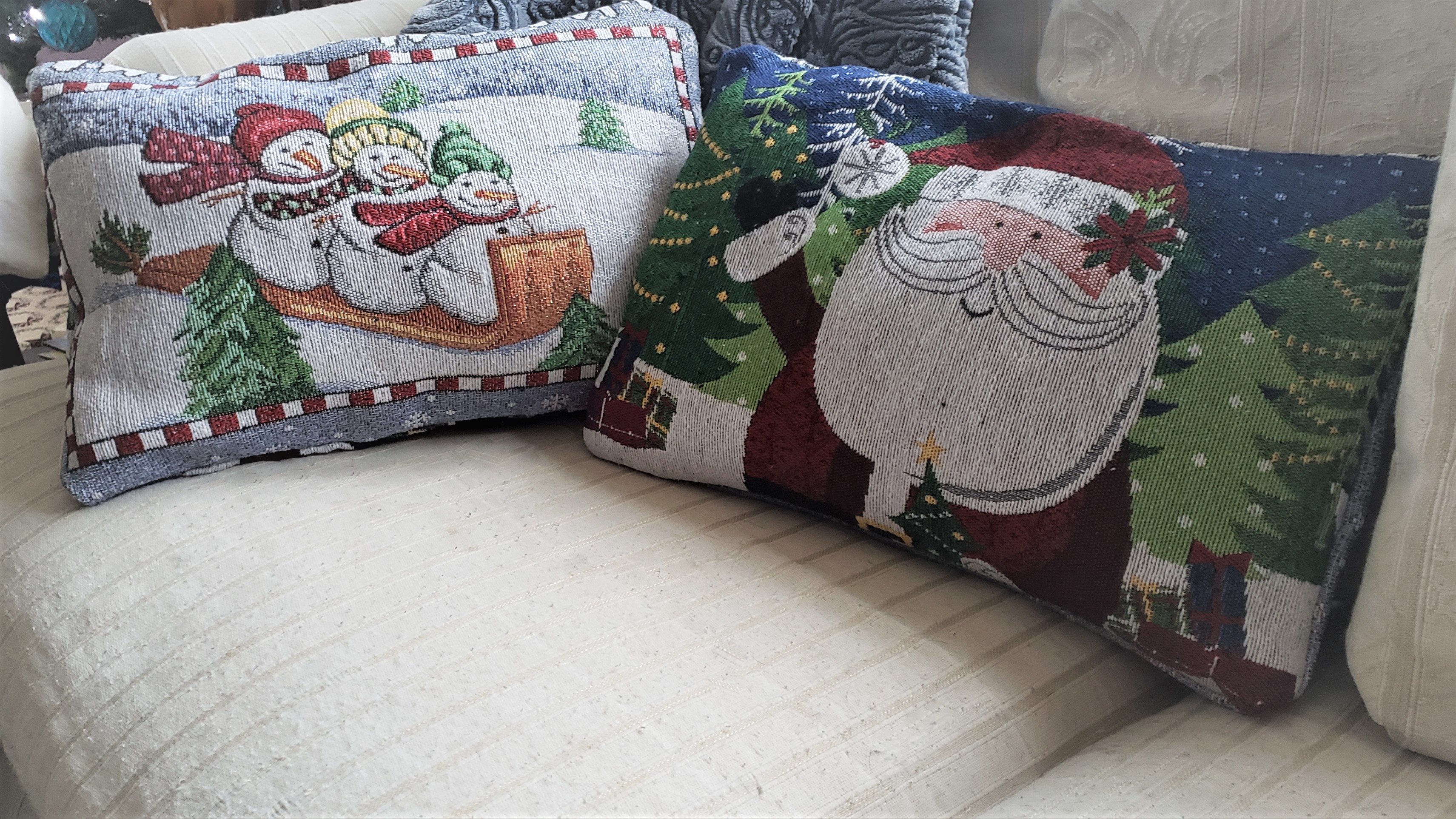 Quick and Easy No-Sew Christmas Pillows